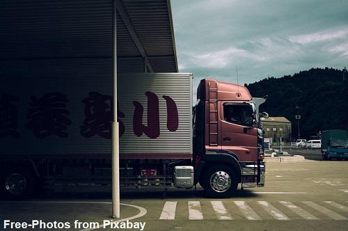 משאית של הובלות בצפון